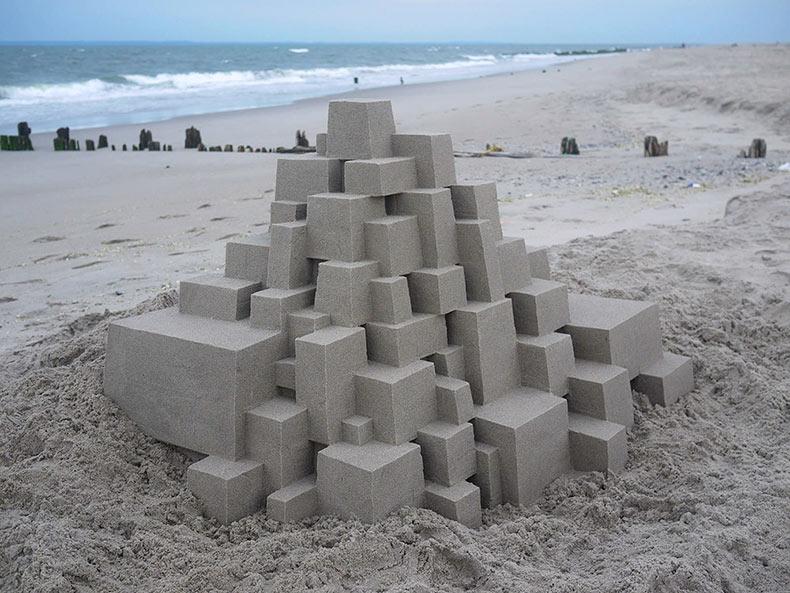La geométrica arquitectura de los castillos de arena de Calvin Seibert