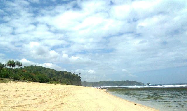 gambar pantai pasir putih di Jogja