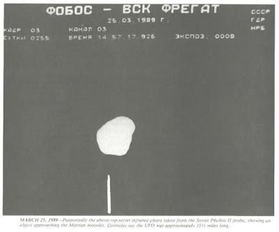 Un UFO vicino al satellite Phobos?