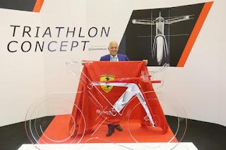 Foto del Triathlon concept della Bianchi for Scuderia Ferrari