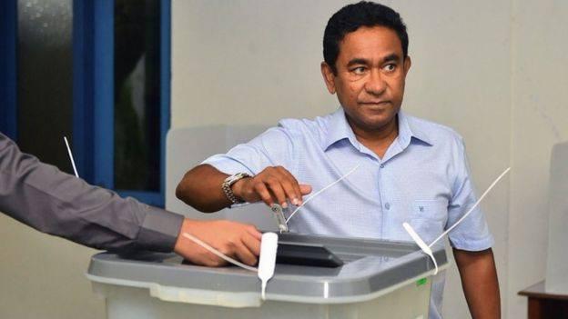 Tổng thống Yameen đi bỏ phiếu và thất cử