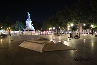 Spot république éclairé paris