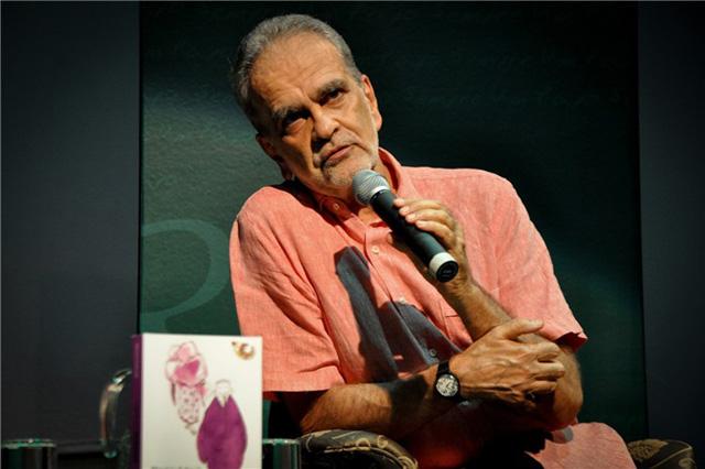 O jornalista Maurício Kubrusly, de 71 anos, sofreu um infarto neste sábado (12) e passou por uma cirurgia para colocar dois stents no coração