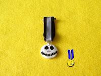 Medalla en fimo del personaje de Jack en Pesadilla antes de Navidad