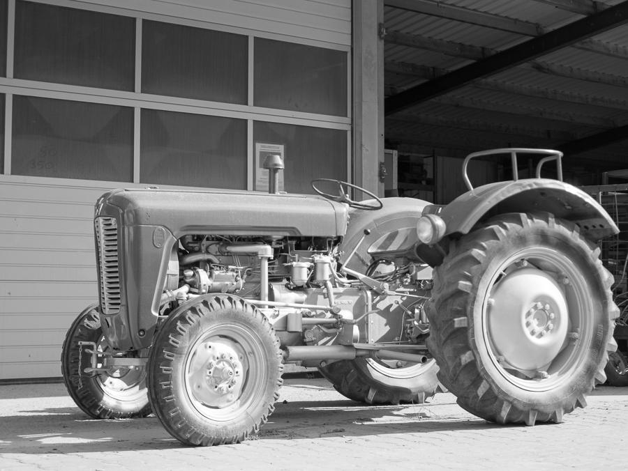 fim.works Blog | Fotografie. Leben. Wohnen. | SchwarzWeissBlick No 24 | Massey Ferguson Traktor 50er Jahre