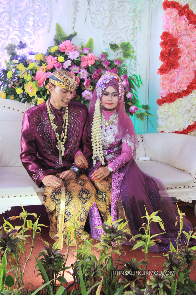 Foto Panggih Pada Resepsi Pernikahan Titin & Saep    Foto Oleh : Klikmg.com Fotografer Pernikahan Purwokerto