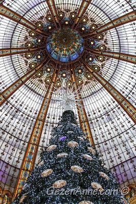 Paris Lafayette'in cam tavanı ve yılbaşı süslemesi