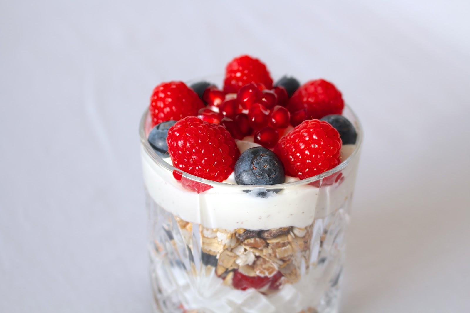Vanilla berry breakfast parfait