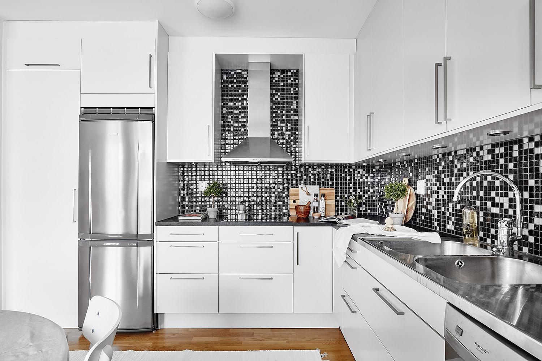 czarno-biała mozaika w kuchni