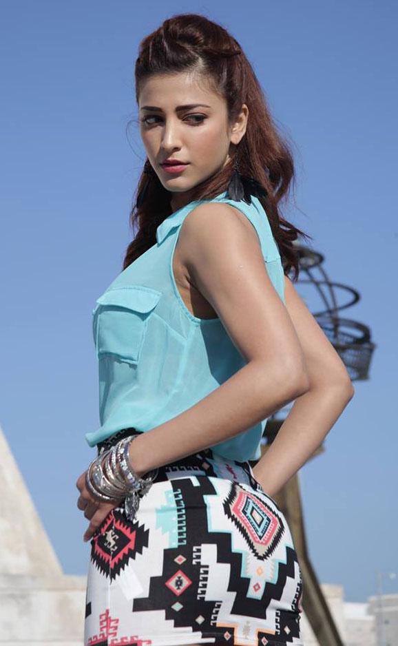 Indian Sweet Girl Wallpaper Shruti Hassan Sexy Saree Navel Tight Skirt Back Pose Asset