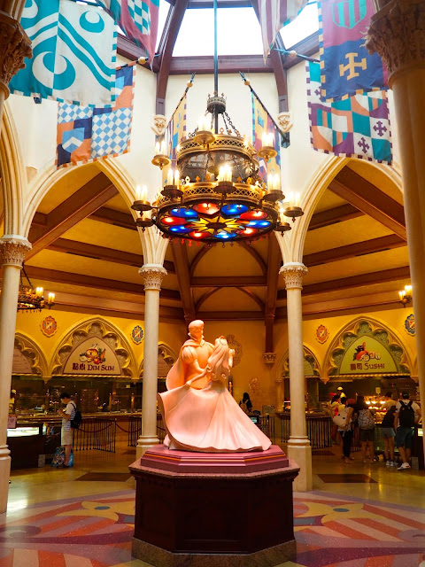 Sleeping Beauty Aurora and Prince Philip statue in the Royal Banquet Hall, Fantasyland | Disneyland Hong Kong