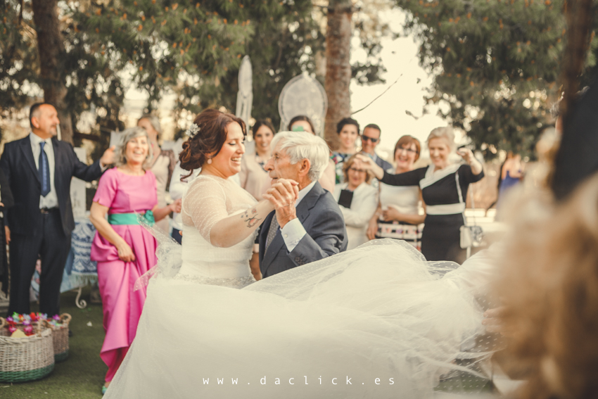 el abuelo baila con la novia