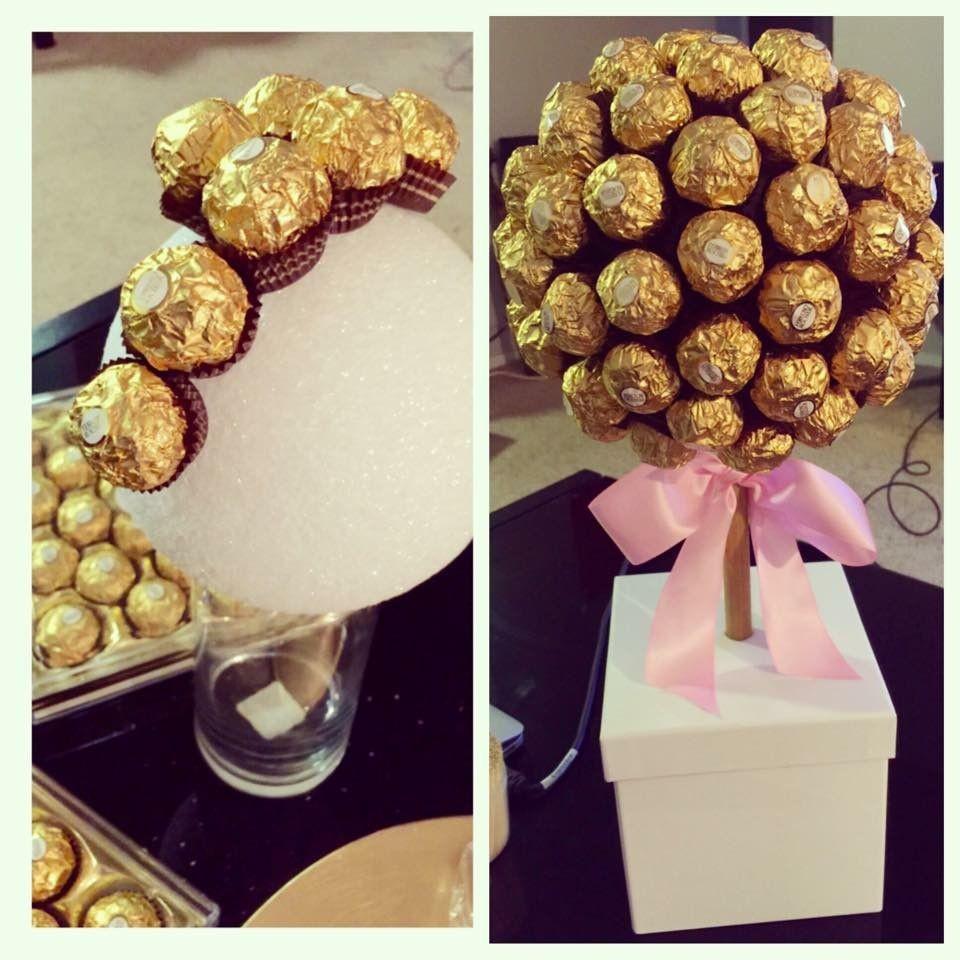 Um vaso com flores de chocolate para mãe chocólatra