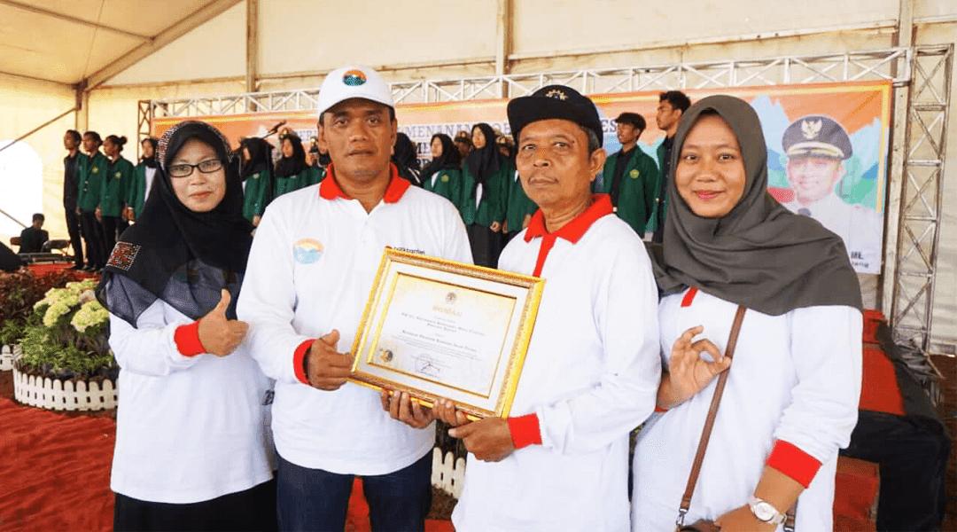 penghargaan dari Menteri Lingkungan Hidup dan Kehutanan