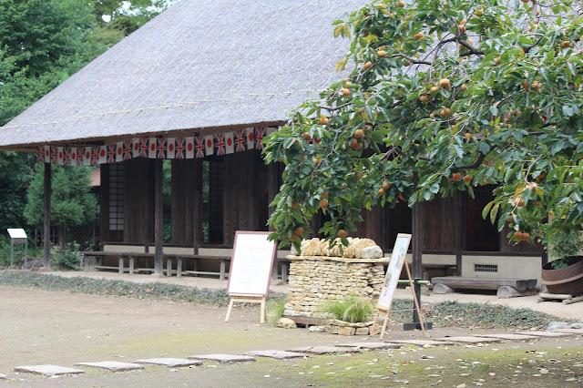 古民家に飾られた「日本の旗・イギリスの旗」