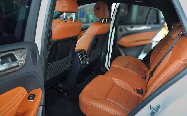 Băng sau Mercedes AMG GLE 43 4MATIC Coupe 2017 thiết kế rộng rãi và thoải mái.