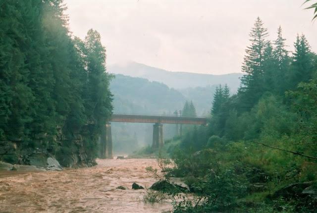 Река Прут и железнодорожный мост через реку