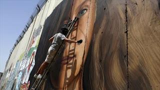 Israel detuvo a los artistas que pintaron el retrato de la adolescente palestina Ahed Tamimi en el muro