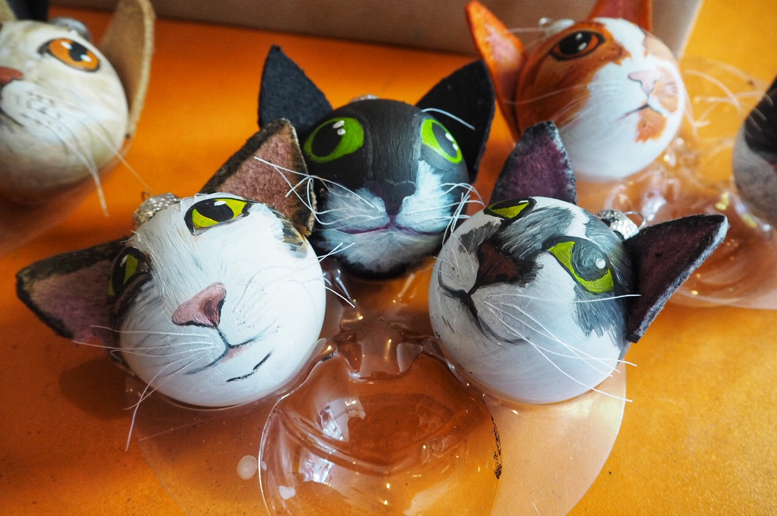 The Hague Everything & Nowhere cat baubles