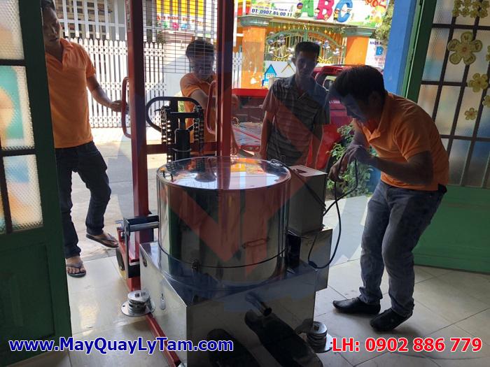 Giao hàng máy vắt ly tâm tách nước vỏ tôm cho ứng dụng sản xuất dịch tôm, chitin tạo ra chitosan