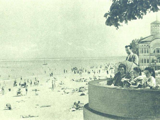 Вторая половина 1940-х годов. На Рижском взморье. На втором плане бывшая купальня Эмилии Рацен (фото из путеводителя по Рижскому взморью, 1947 год)