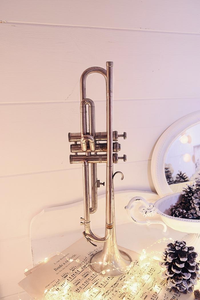 Deko wohn und diy blog white and vintage for Kleines weisses tischchen
