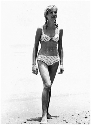 http://24femmespersecond.tumblr.com/post/81831017704/susannah-york-in-a-wet-and-frilly-bikini