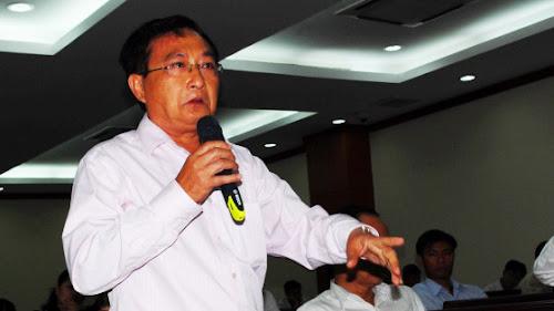 Ông Nguyễn Văn Đực BẬT Trương Tấn Sang tại buổi tiếp xúc cử tri doanh nhân TP.HCM