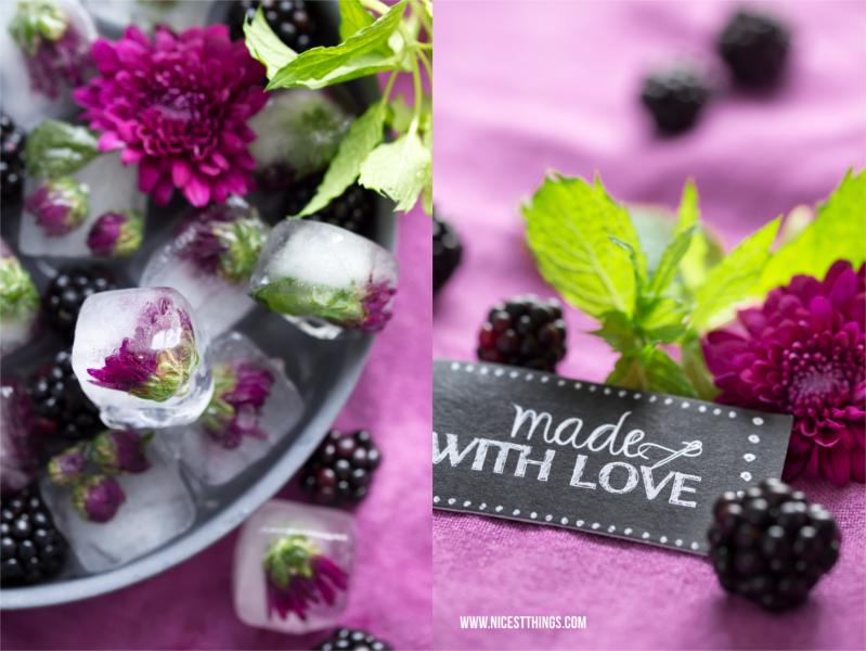 Blüten Eiswürfel mit violetten Dahlien