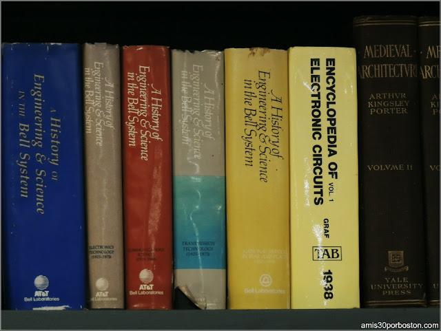 Libros de Alexander Graham Bell en la Biblioteca del Castillo Hammond, Gloucester