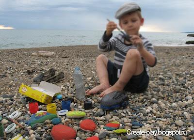 раскрашиваем камни на пляже