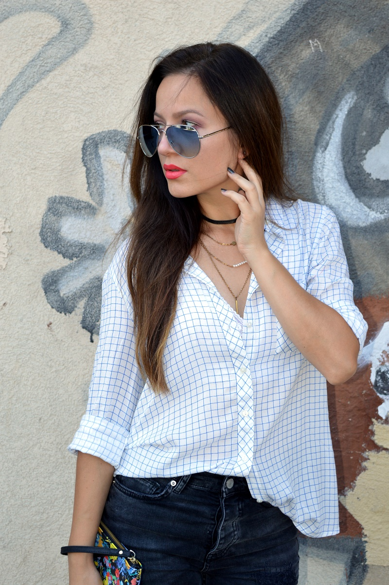 outfit styling flare jeans and shirt, choker necklace