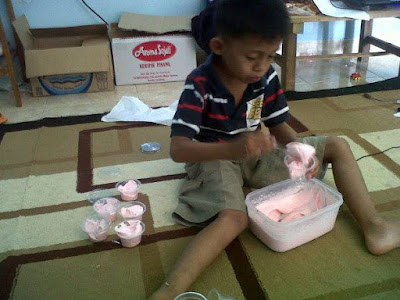 Faris Membuat Ice Cream