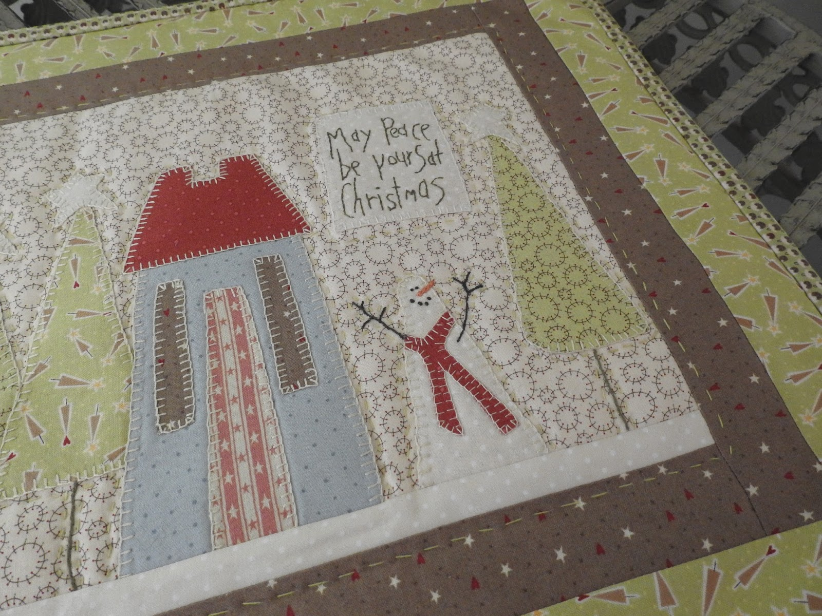 Happy In Quilting Rustic Christmas Topper