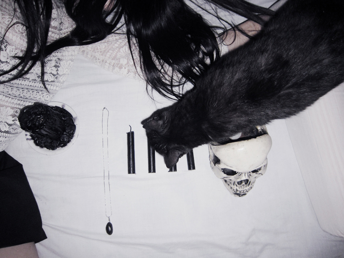 dark, gothic, goth, necklace, lace, candles, lipstick, skull, black, cat, blogger, argentina, jenn potter