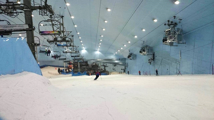 Euriental | snowboarding at Ski Dubai in the Mall of the Emirates