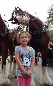 pai-filha-criança-cavalo-maternidade-paternidade-familia