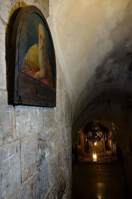 Descente vers la Chapelle Saint-Hélène du Saint Sépulcre