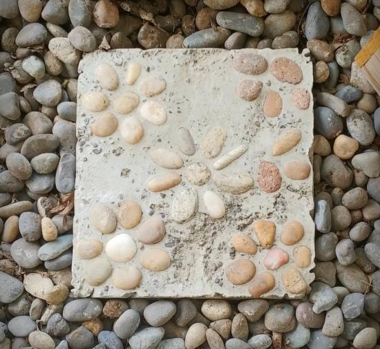 DIY Rock Mosaic Stepping Stone