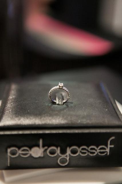 anel lapidado com 14 brilhantes
