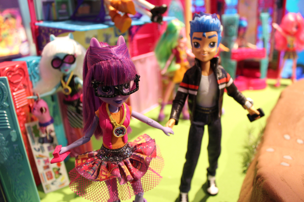 Equestria Girls Twilight Sparkle and Flash Sentry Dolls at NY Toy Fair 2015