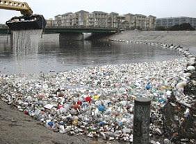 apa perbedaan dan persamaan sampah dengan limbah