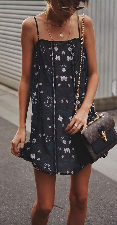 trendy summer outfit / printed black dress and bag