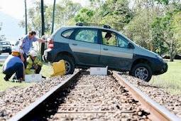 Mengapa Mesin Mobil Sulit Menyala di Atas Rel Kereta Api?