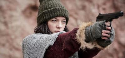 Esme Creed-Miles em cena da primeira temporada de Hanna, série que ganhará novos episódios em 2020