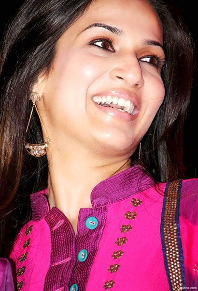 Hansika Motwani Cute Wallpapers Coogled Superstar Rajinikanth Daughter Soundarya