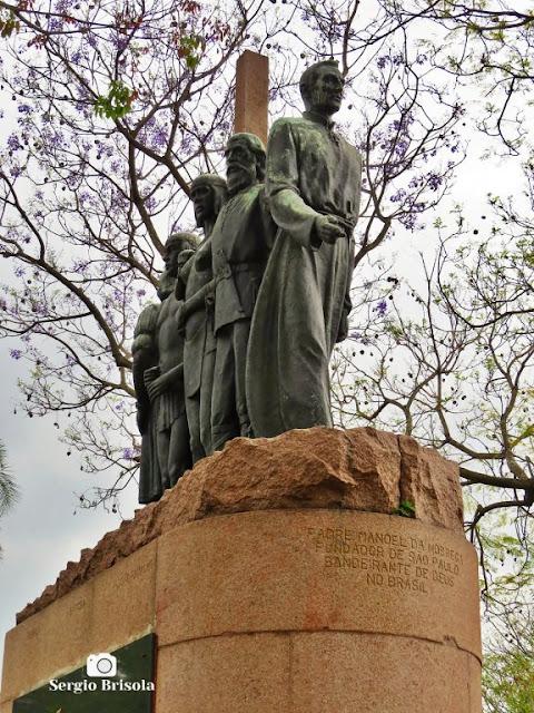 Close-up do Monumento à Fundação de São Paulo - Vila Mariana - São Paulo