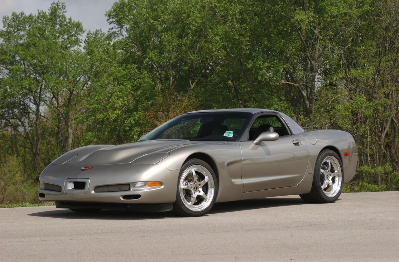 midknight review new and revised ferrari versus corvette. Black Bedroom Furniture Sets. Home Design Ideas