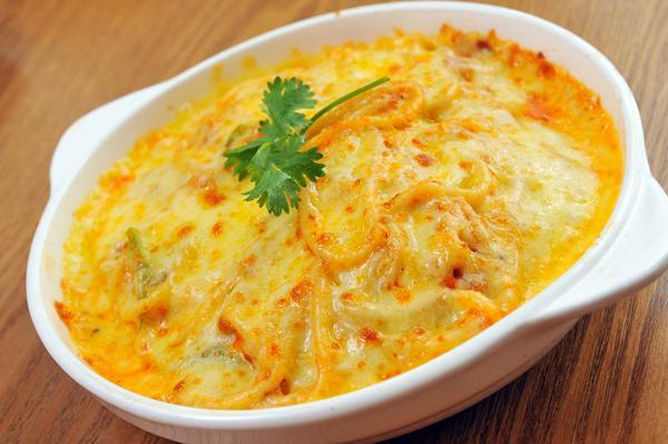 Μακαρονάδα φούρνου με τυριά (ΦΩΤΟ)