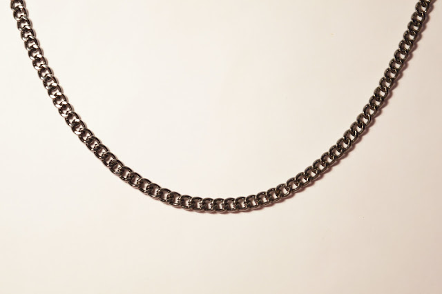 Chipina choker necklace